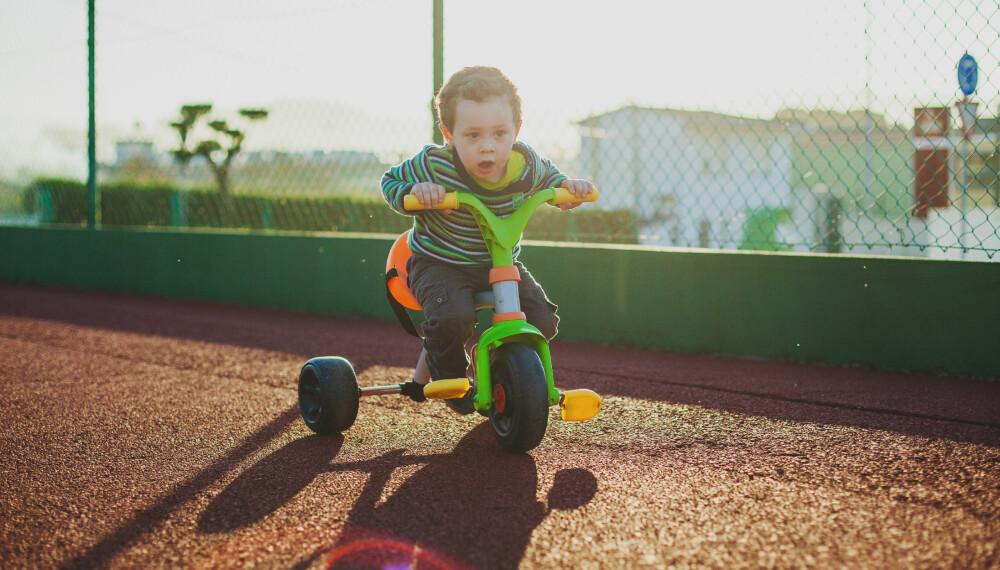 BARN 3 ÅR: 3-åringen kan fort få dreisen på å sykle på trehjulssykkel.