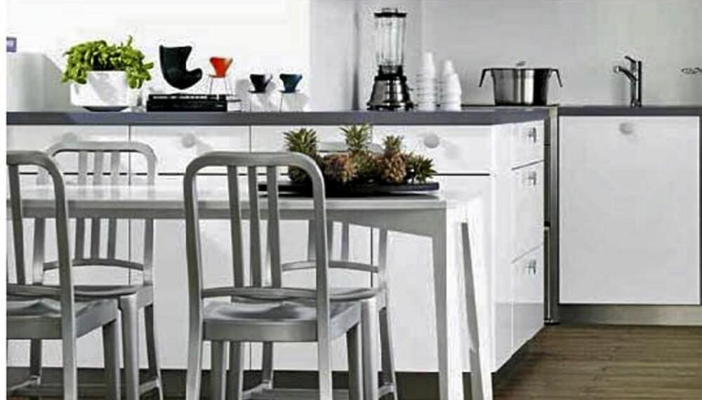 KVIKS Dekor Hvit Høyglans. Bildet viser kun hvordan Kviks kjøkken i testen ser ut, og ikke de nøyaktige kjøkkenmodulene som er prissatt.