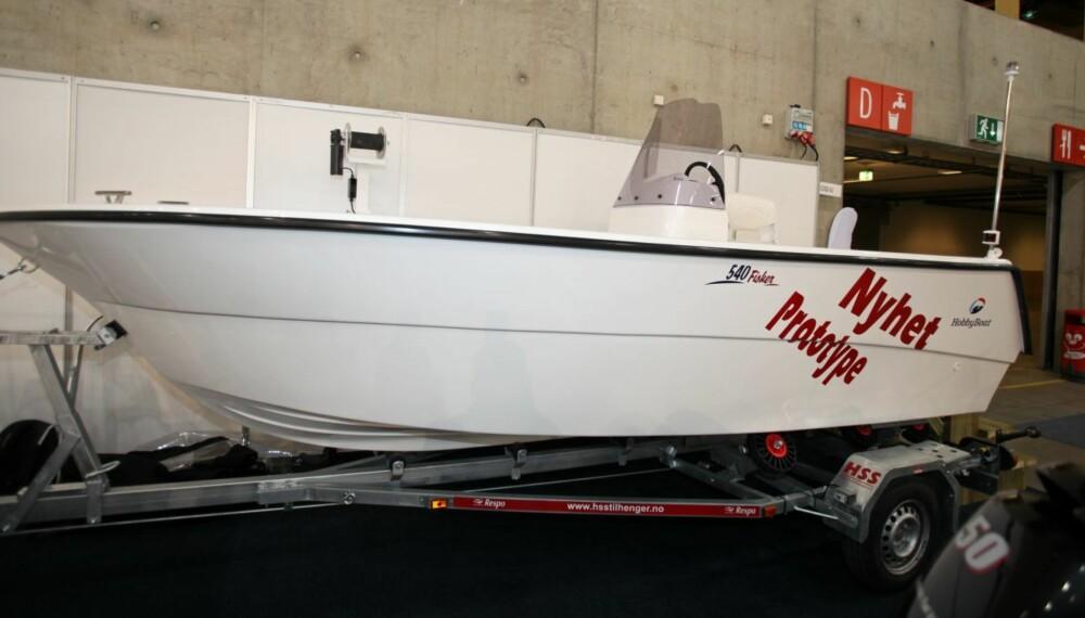 FERSK: Hobby Boats har fått sin nye 540 Fisker ut av formene, og presentert den på årets store båtmesse Sjøen for alle på Lillestrøm.