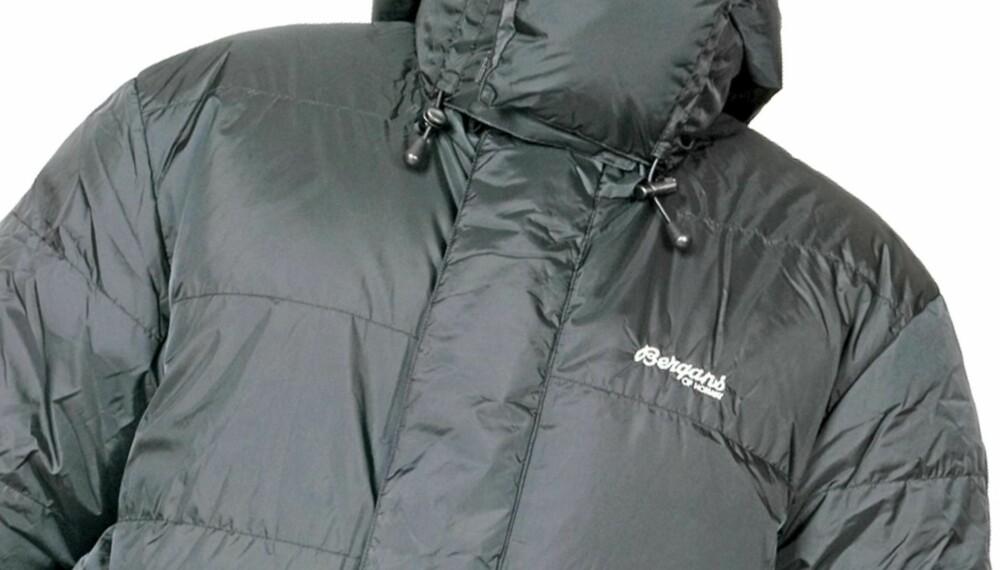 GODT VALG: Denne dunjakken fra Bergans er et godt valg for deg som er ute etter en lang og varm jakke, men ikke trenger det mest ekstreme.