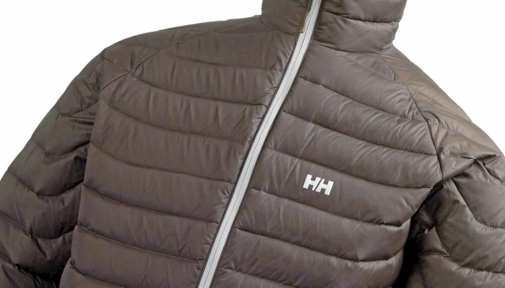ALLROUNDER: En pen og allsidig jakke som passer like godt under skalljakken i skibakken på kalde dager som ytterjakke på afterski eller shopping.