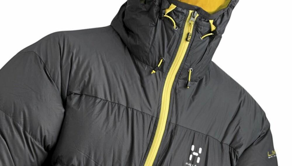 GOD LETTVEKTER: Hagløfs LIM Down Hood er et meget godt valg for deg som skal ha en varmejakke i sekken.