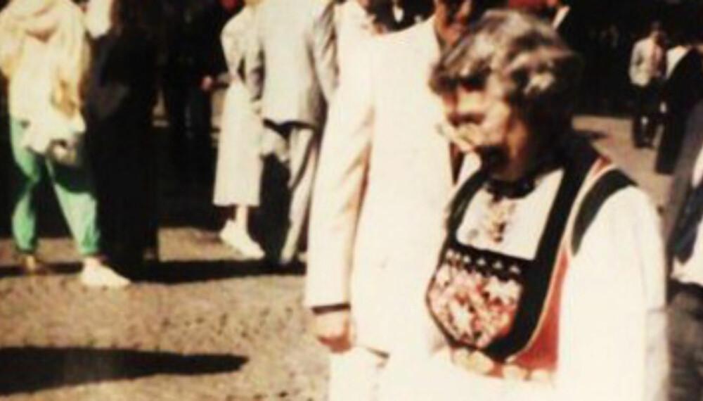 BUNAD: Vossbunad kvinne + pike.