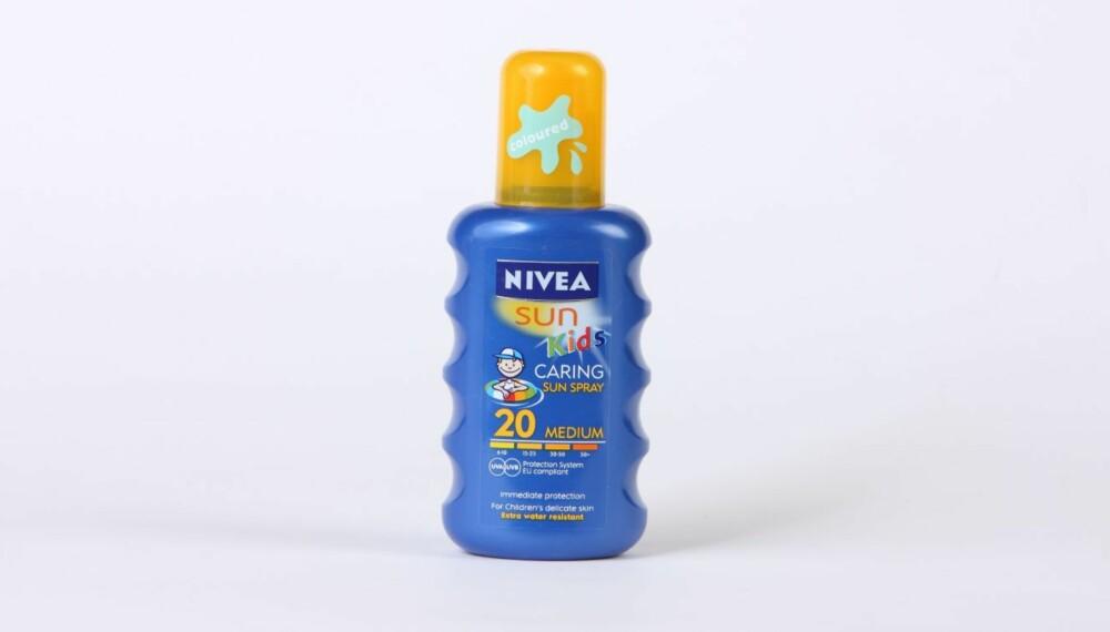 TEST AV SOLKREM FOR BARN: Nivea sun Kids caring sun spray.