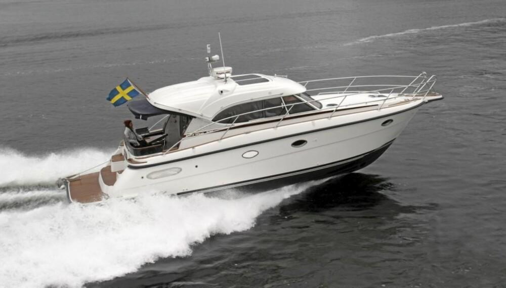 Nord West 370 er en av de første båtene med Sterndrive joystick.