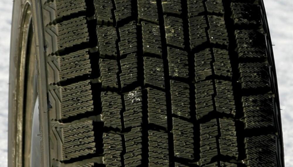 IKKE BRA PÅ VÅTT: Goodyear Ice Navi har gode bremseegenskaper på is og snø, men svake dreneringsegenskaper, og er ikke optimalt på våt asfalt.