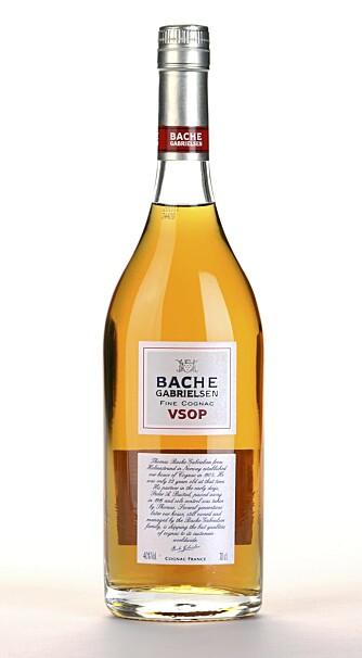 SYRLIG: Bache-Gabrielsen V.S.O.P er syrlig på smak og noe rustikk i stilen.