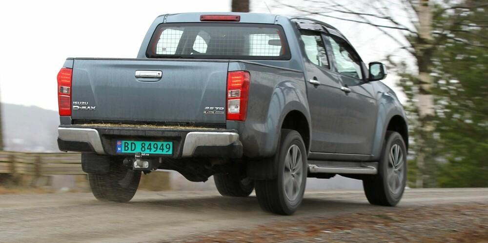 DET DU TRENGER: Isuzu er bra utstyrt og koster ikke allverden. 4WD-systemet kobles inn med en bryter i midtkonsollet opp til 100 km/t. Forbindelsen mellom for- og bakaksel er stiv og fordelingen 50/50.