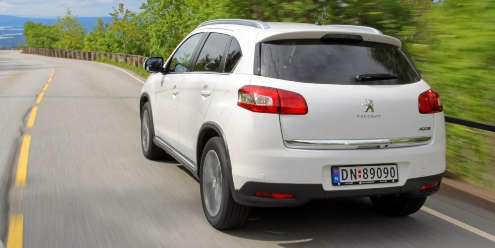 IKKE IMPONERENDE: Det er drivlinje som står frem som den dårligste delen av pakken i Peugeot 4008. Vi skulle gjerne sett at den hadde Peugeots egen toliter under panseret.