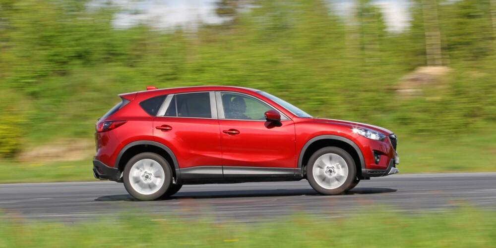 PÅ STYLTER: Mazda CX-5 klarer ikke å gjøre noe med sitt typiske SUV-utseende. Skal du ha en lekrere bil med 4WD blir det å kikke etter en crossover eller stasjonsvogn.