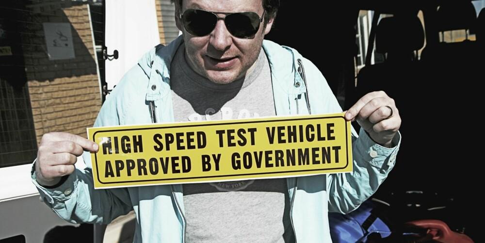 KRY: En stolt Jason med tillatelse fra myndighetene til å kjøre bil fort.