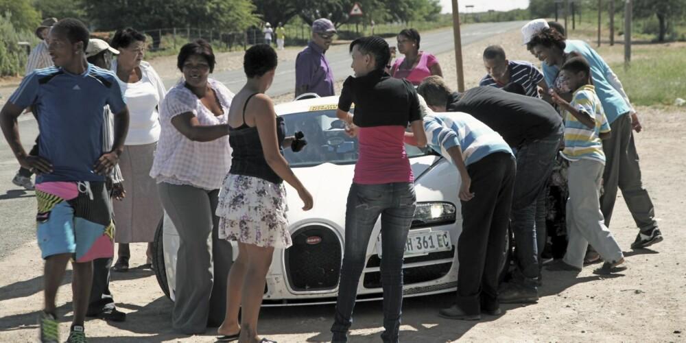 KONTRAST: Bil til 20 millioner i bunnløs fattigdom. Grand Sport Vitesse har samme virkning som romskipets avsluttende nedstigning i filmen Nærkontakt av tredje grad.
