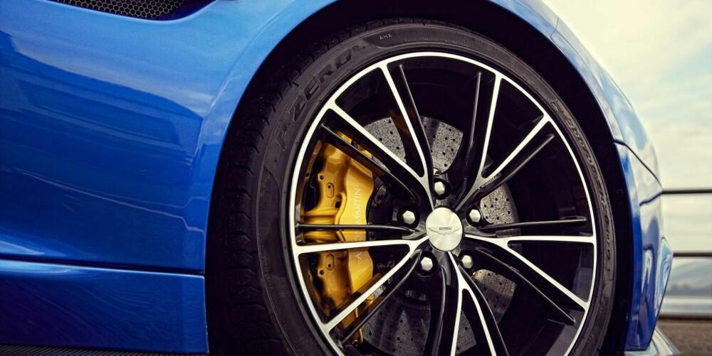 BILLIGERE: Vanquishen er over 500 000 kroner (i England) billigere enn F12 og Aventador. Med alt ekstrautstyret er bilen over en million kroner rimeligere enn Ferrarien.