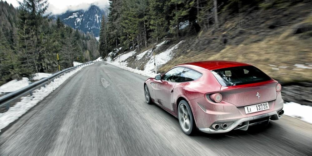MØKKETE: Hvis noen Ferrari passer til å være dekket av salt og skitt, er det denne.