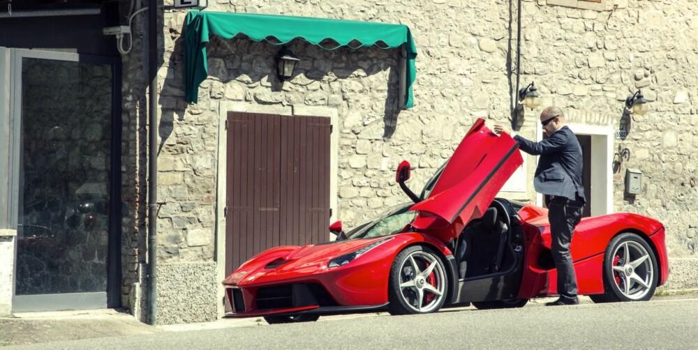 TRIPPEL ESPRESSO: Italiensk bil, italiensk landsby. Drømmen er her.