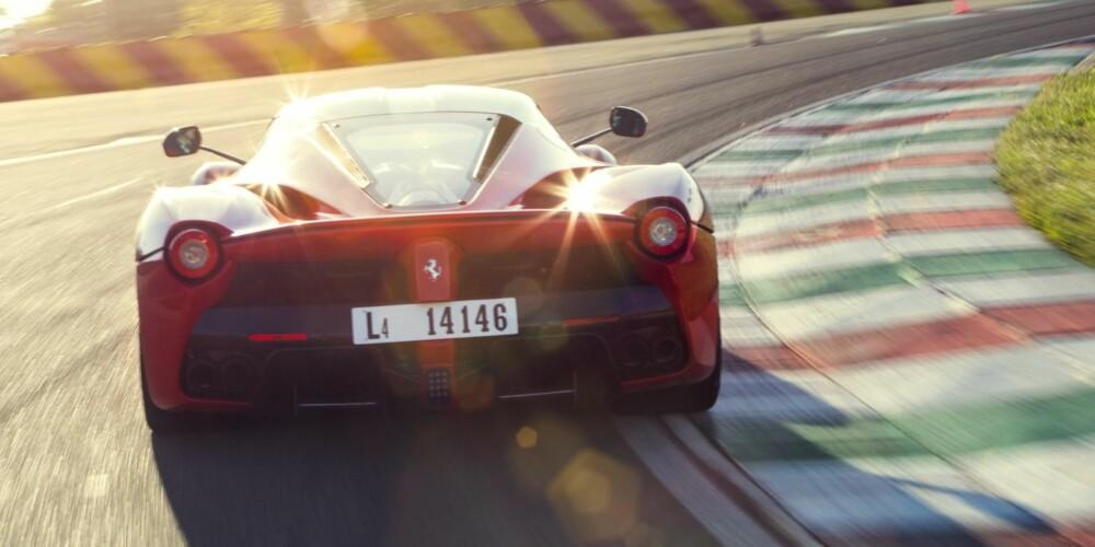 EPISK: LaFerrari: Episk, rå og herlig enkel å kjøre.