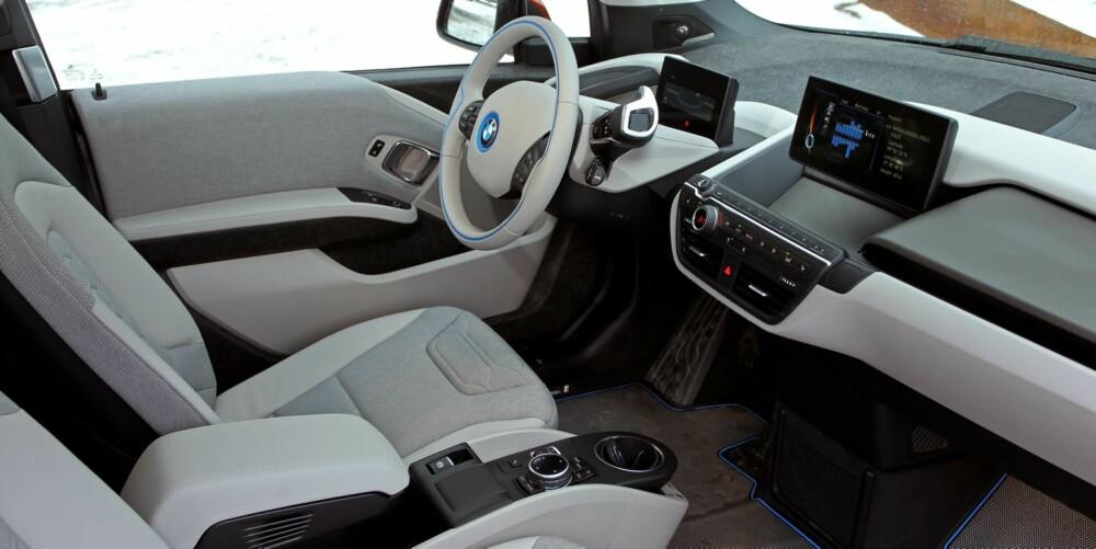 MODERNE: Det er rene, moderne linjer innvendig i BMW i3. men sittekomforten er ikke helt etter BMW-standard.