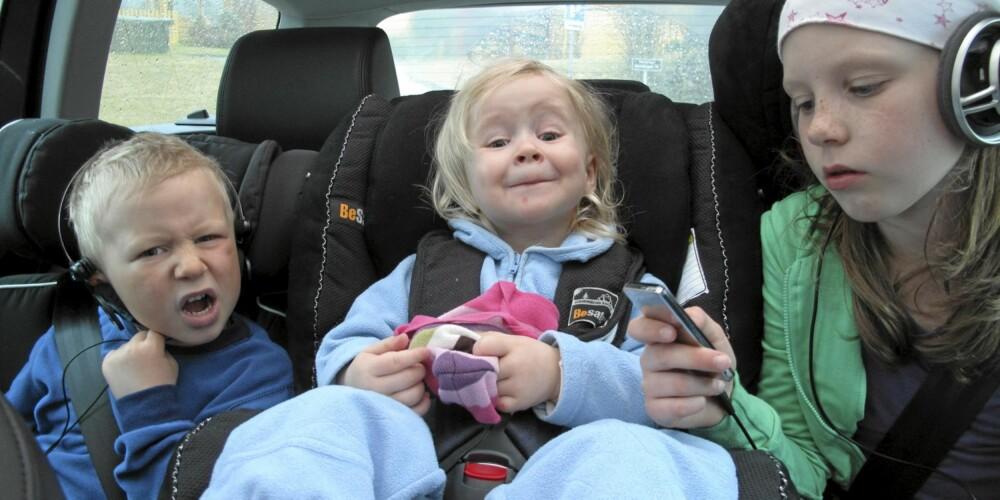 VW Passat, barn i baksete. barn i bil