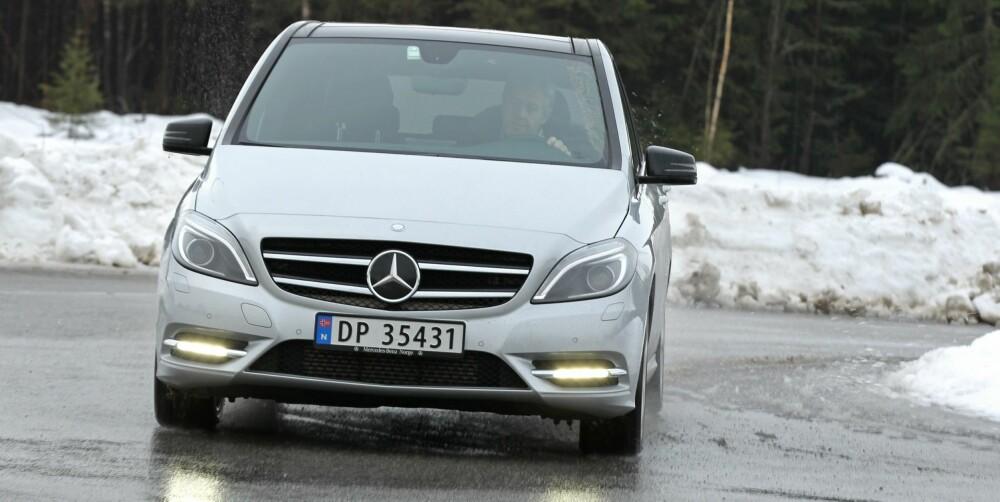 LIVLIG: Kjapp respons i 4WD-systemet gjør B-klasse underholdende og lettkjørt på vinterføre.