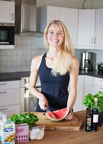 SPISER SUNT: Hilde Valbjørn Hagelin (35) konkurrerer i både løp og triatlon - og er vegetarianer.