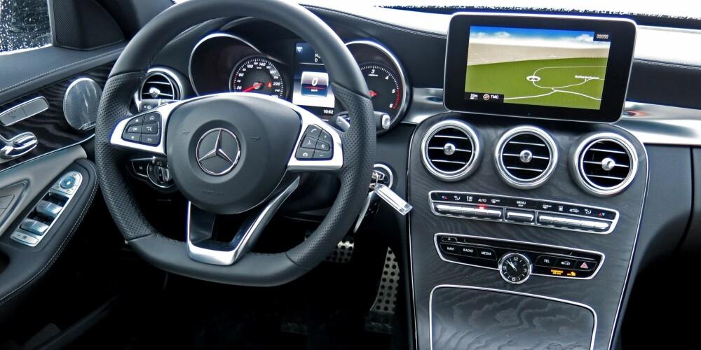 SOLID: Da Mercedes lanserte dagens C-klasse, varslet de at luksusfølelsen skulle økes. Det er et løfte Mercedes har holdt - ikke minst om en har råd til å koste på seg ekstrautstyr. FOTO: Øyvind Jakobsen