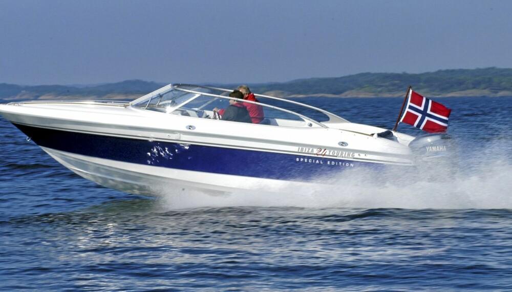 I FARTA: Selv en brukt Ibiza 24 Touring er blant de raskeste familiebåtene på markedet.