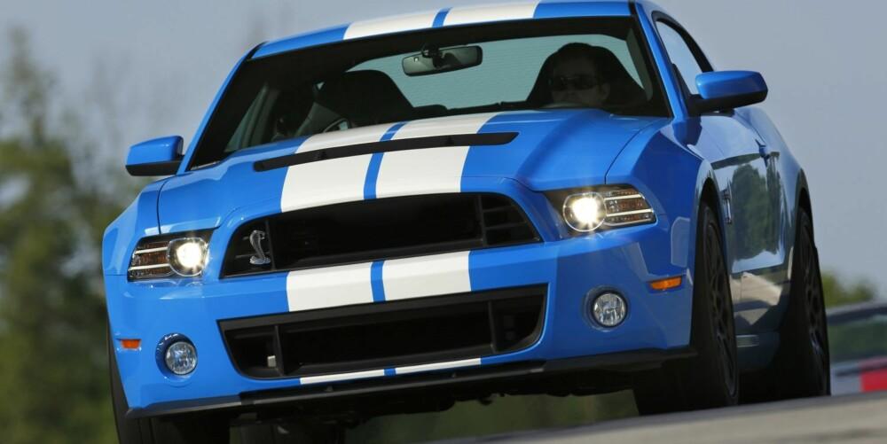 RÅERE: Camaro ZL1 er superrask og har et gjennomtenkt chassis, men den nye Mustangen slår den på nesten alle tall du kan forestille deg. Foto: Ford