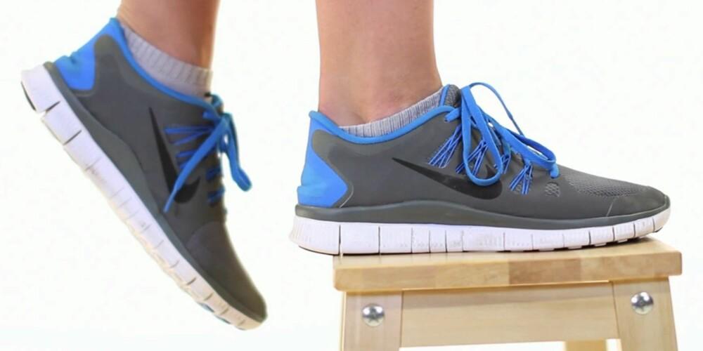 BALANSE: Bruk hel flat fot når du skal opp på krakken. Da holder du balansen bedre. Husk at det er kun et bein som skal hvile på krakken.