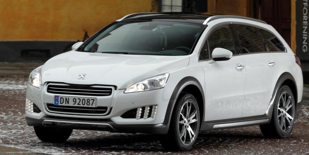 TØFF: Utseendet lover mye. Vi synes ikke at egenskapene til Peugeot 508 RXH følger helt opp. FOTO: Egil Nordlien