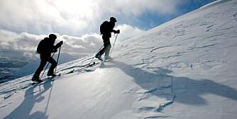 JØLSTER 20080320: Strålende sol, mye snø og flotte skiforhold har møtt skigåere i Jølster, Sogn og Fjordane de siste dagene. Påskeferien er godt i gang og det er ventet at det skal bli bra vær i store deler av landet.  Foto: Kyrre Lien / SCANPIX .