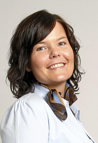 FARMASØYT: Silje Furuseth er farmasøyt i Apotek 1. Her gir hun råd om soling og kviser.