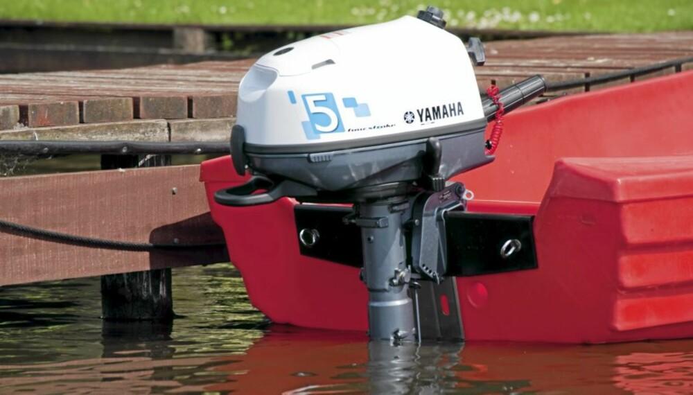 e9332ffb ENKELT: Mindre motorer kjøres i en tønne med ferskvann før lagring.