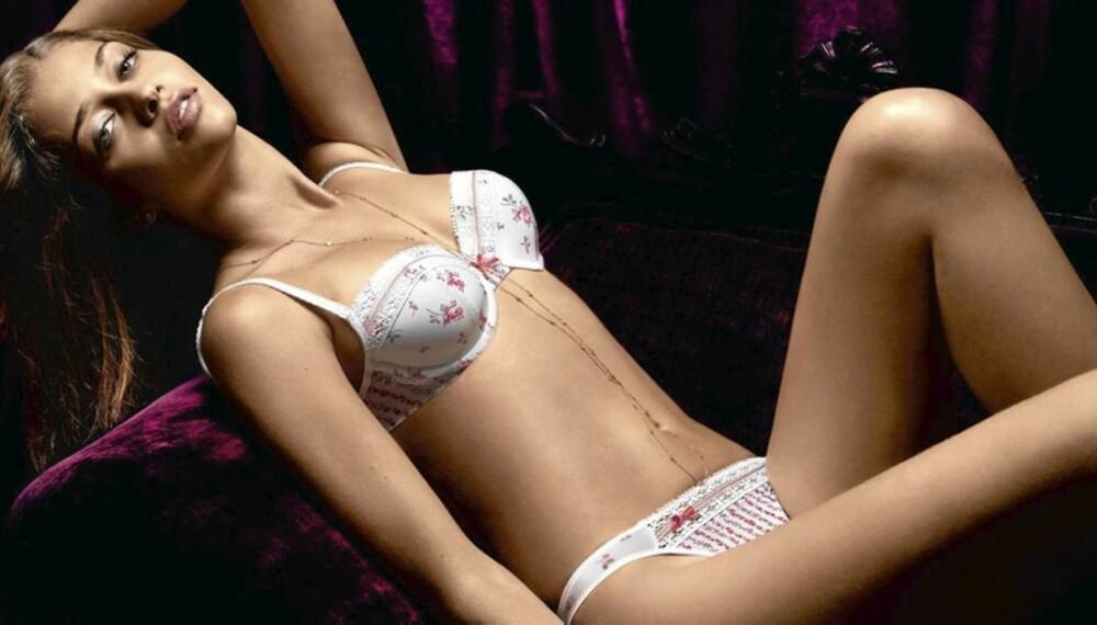 ROMANTISK: Vis fram din romantiske side ved å bruke undertøy med sløyfer og blonder.