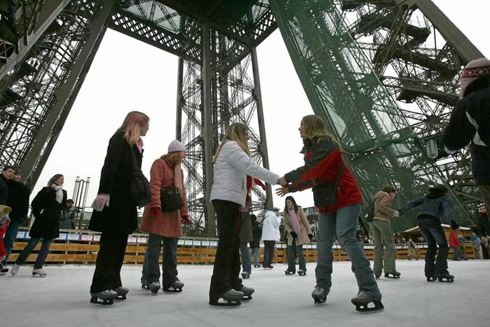 I EIFFELTÅRNET: Du kan stå på skøyter oppe i selveste Eiffeltårnet.