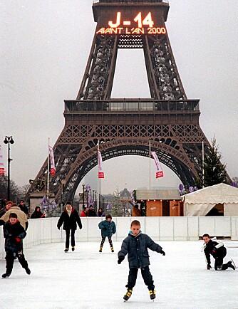 PARIS: I Paris kan du stå på skøyter både oppe i og ved siden av Eiffeltårnet.