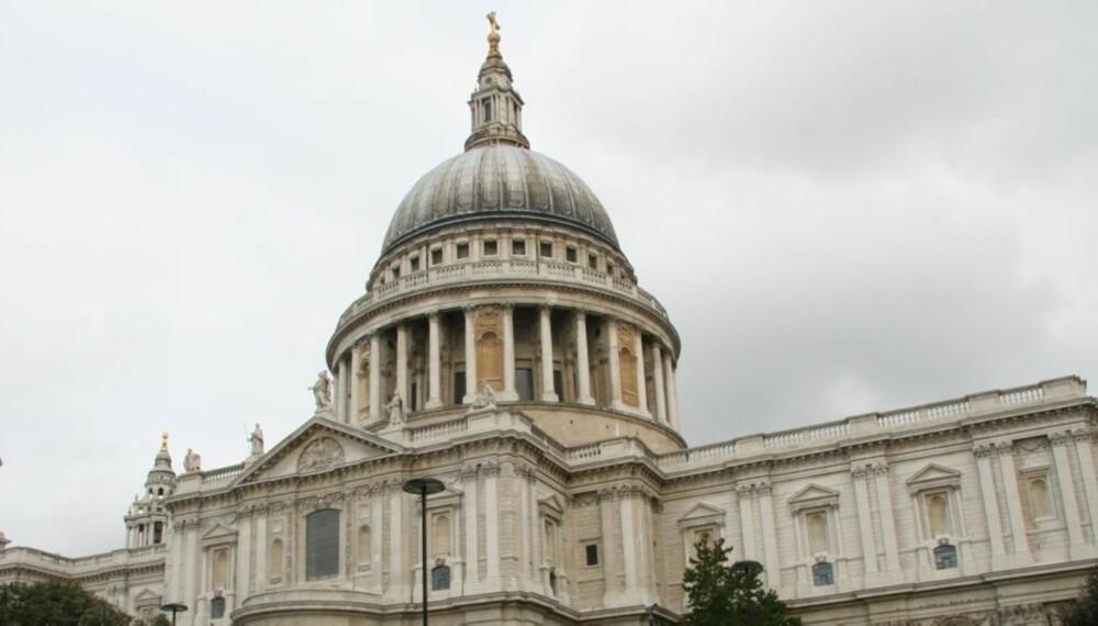 MAJESTETISK: St. Pauls-katedralen hvor Charles og Diana giftet seg, er imponerende og verdt et besøk.
