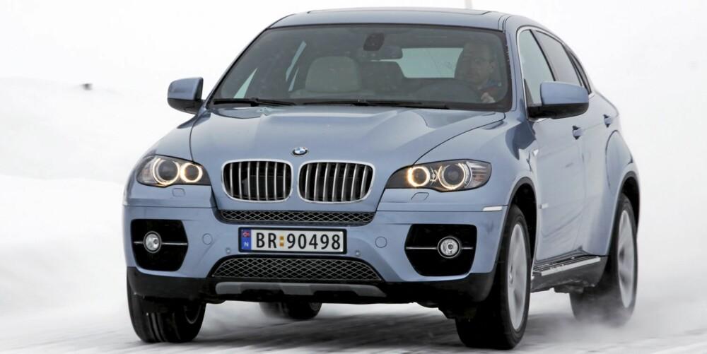 FRISTELSER: Enda en lang rettstrekning åpner seg foran X6-snuta. Redde verden får vi gjøre en annen dag. Både BMW og jeg.