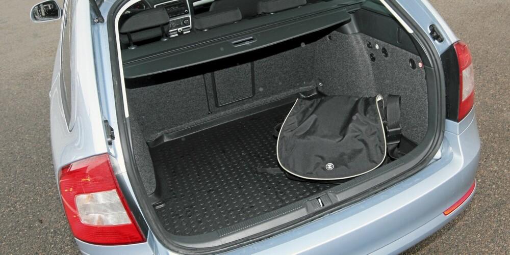LASTEROM: Octavia er en kompakt stasjonsvogn, men bagasjerommet er stort. Lastekanten er litt høy hvis tunge ting skal inn.