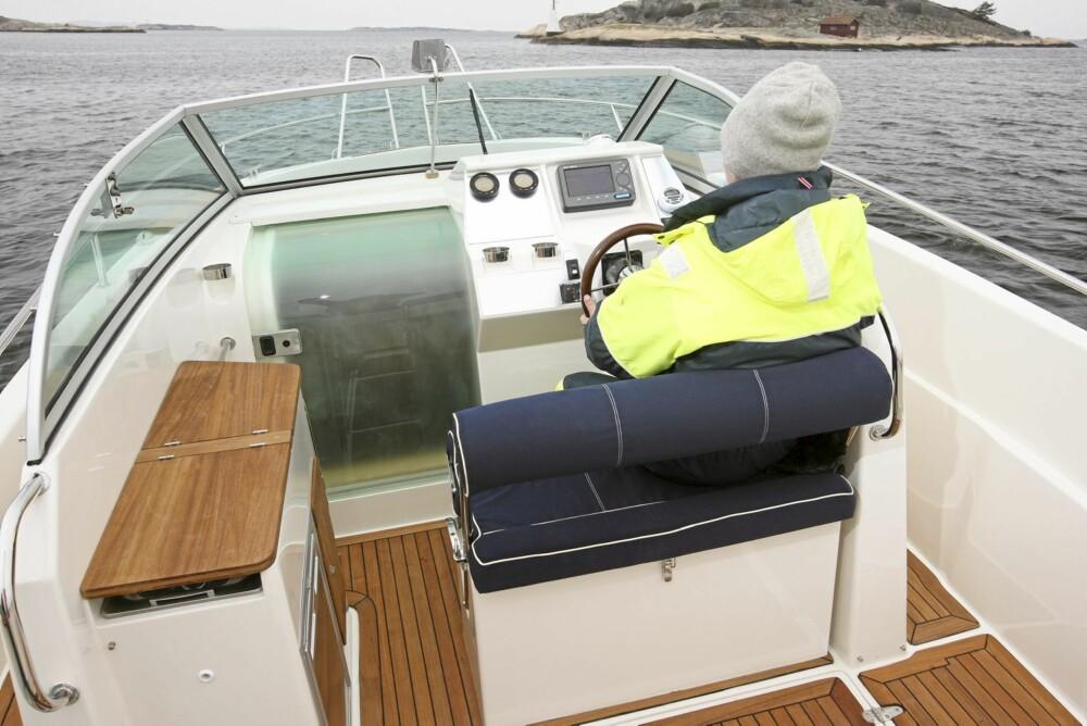 PLASS: Det er hele 10 sitteplasser i båten, og det gjør den ypperlig som transportbåt ved hytta.