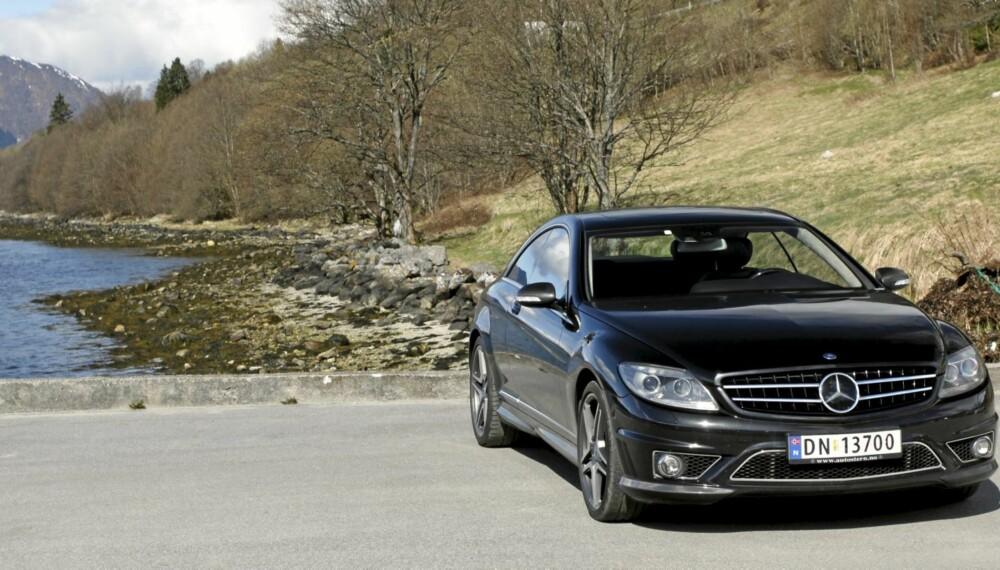LITEN? TJA: Den gjør 0-100 på 4,4 sekunder, har AMG-emblem på bakluka og har en oppjustert toppfart til det Mercedes omtaler som ca. 330 km/t.