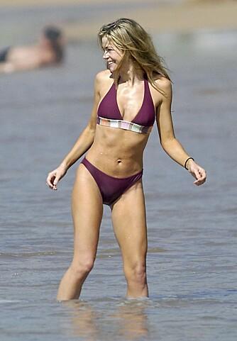 PILATES: Denise Richards lar pilates få æren for hennes flate mage.