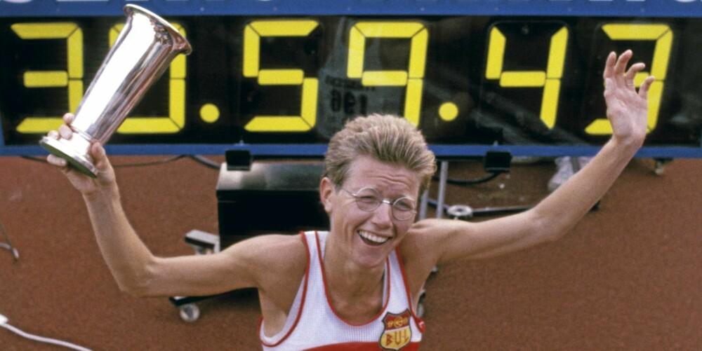 BISLETT 1985: Ingrid Kristiansen setter ny verdensrekord på 10.000 meter på Bislett stadion.