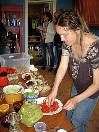HELT RÅTT: Anne Madhumavi Olsen er en av de norske raw food-entusiastene.