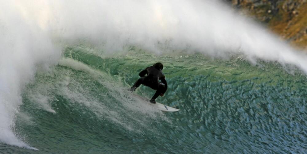SURF HER: Lofoten har muligens verdens kaldeste pipeline.
