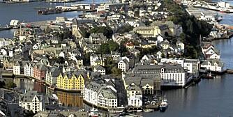 PRAKTBY: Ålesund, en av Norges vakreste byer, kan være base for en sommerferie full av aktiviteter og spenning.