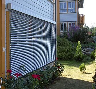 UTVENDIGE PERSIENNER: Utvendige persienner lar deg styre mengden av sollys som slipper inn samtidig som de er varmeregulerende.