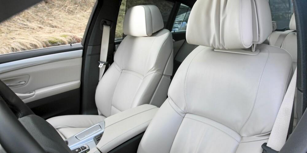 RETT: Setene er blant bilverdenens aller beste. Og det er nytelse å sitte her og kjøre.