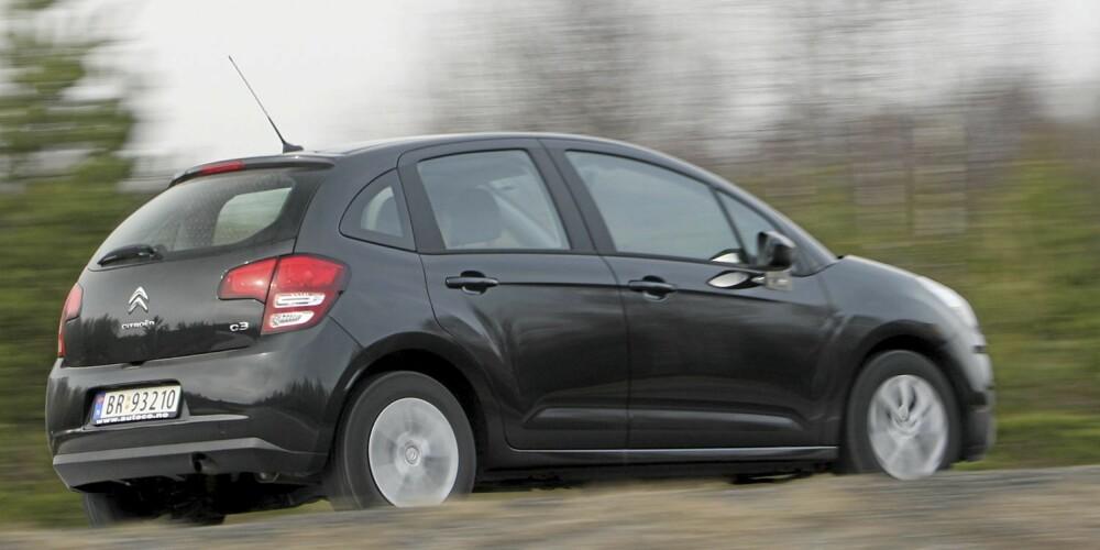 KOMFORTABEL: Citroën C3 takler dårlig, norsk vei på en svært god måte.
