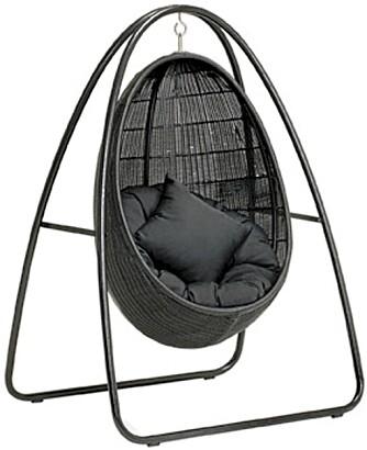 """TRYGT ALTERNATIV: Hengestolen """"Landa"""" fra Ato kommer med stativ, men stolen kan hektes av ved behov, kr 6200 + stativ til kr 2500, Ballerud Hagesenter."""