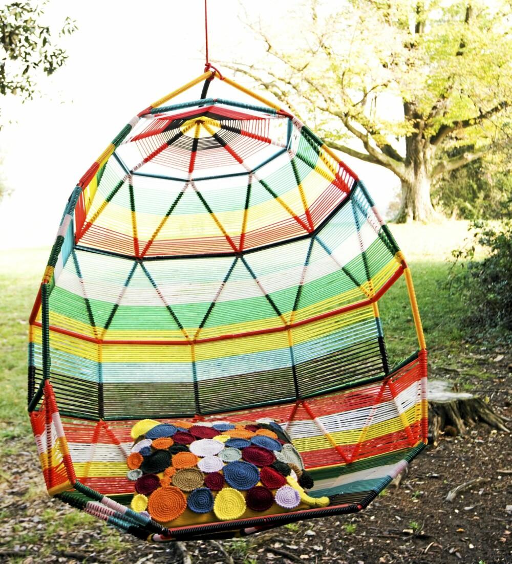 """FARGESPILL: """"Cocoon"""" i Morosos Tropicalia-serie fås med flettverk i forskjellige materialer og farger, kr 46 625, Euklides."""